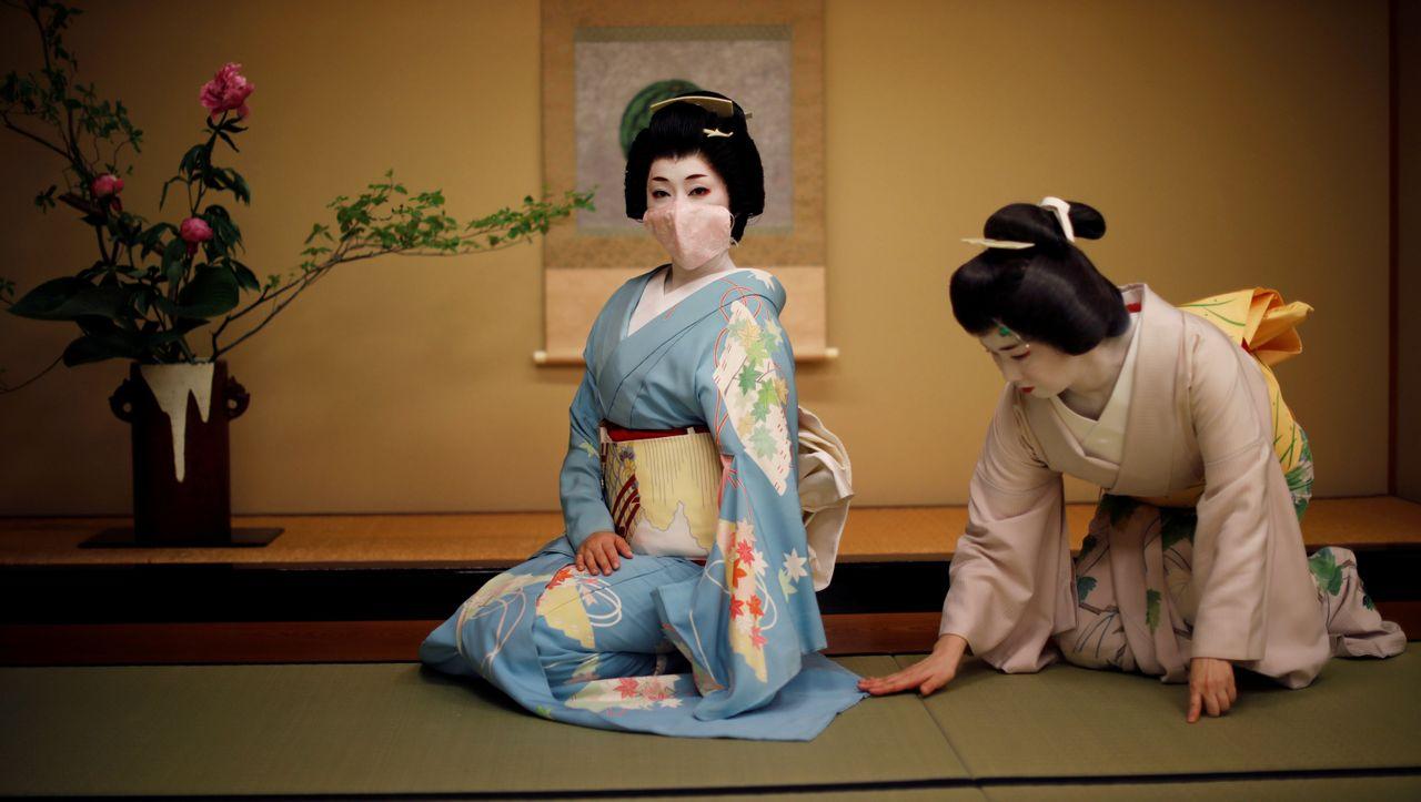"""Geishas in Tokio: """"Nur wenn man dicht beieinander sitzt, kann man mit Gefühl reden"""""""