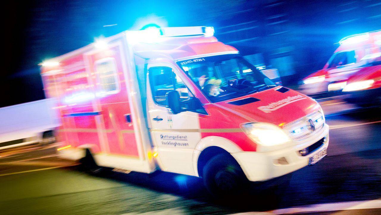 kurz & krass: Betrunkener fährt mit Rettungswagen davon