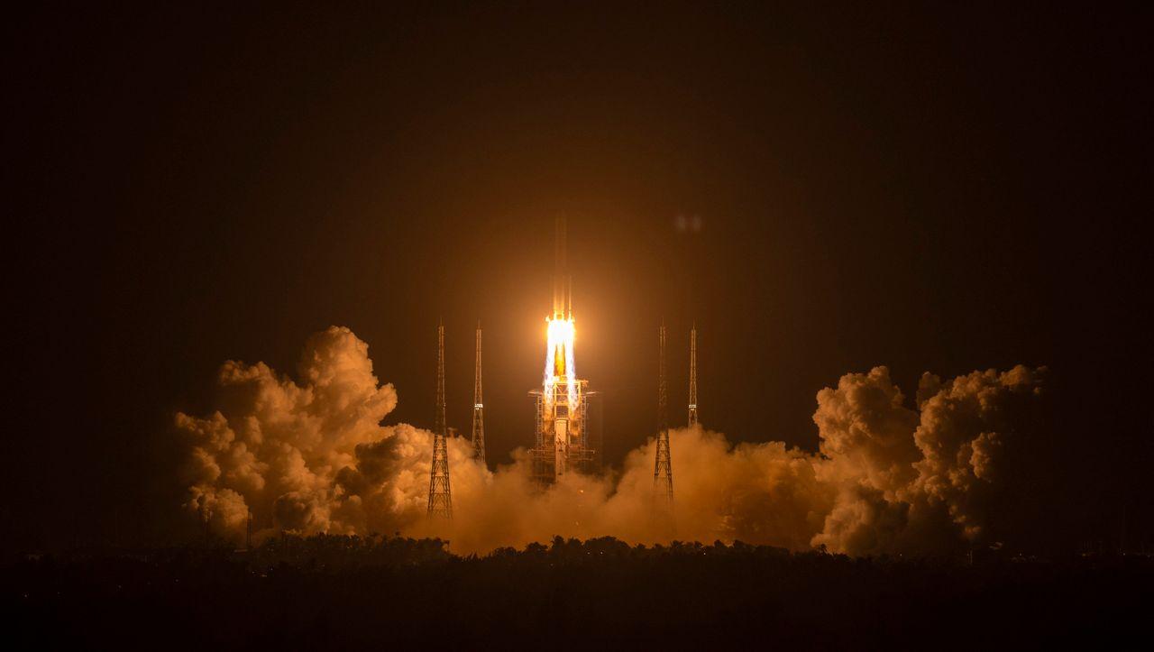 »Langer Marsch 5«: China startet Mondrakete zu historischer Mission