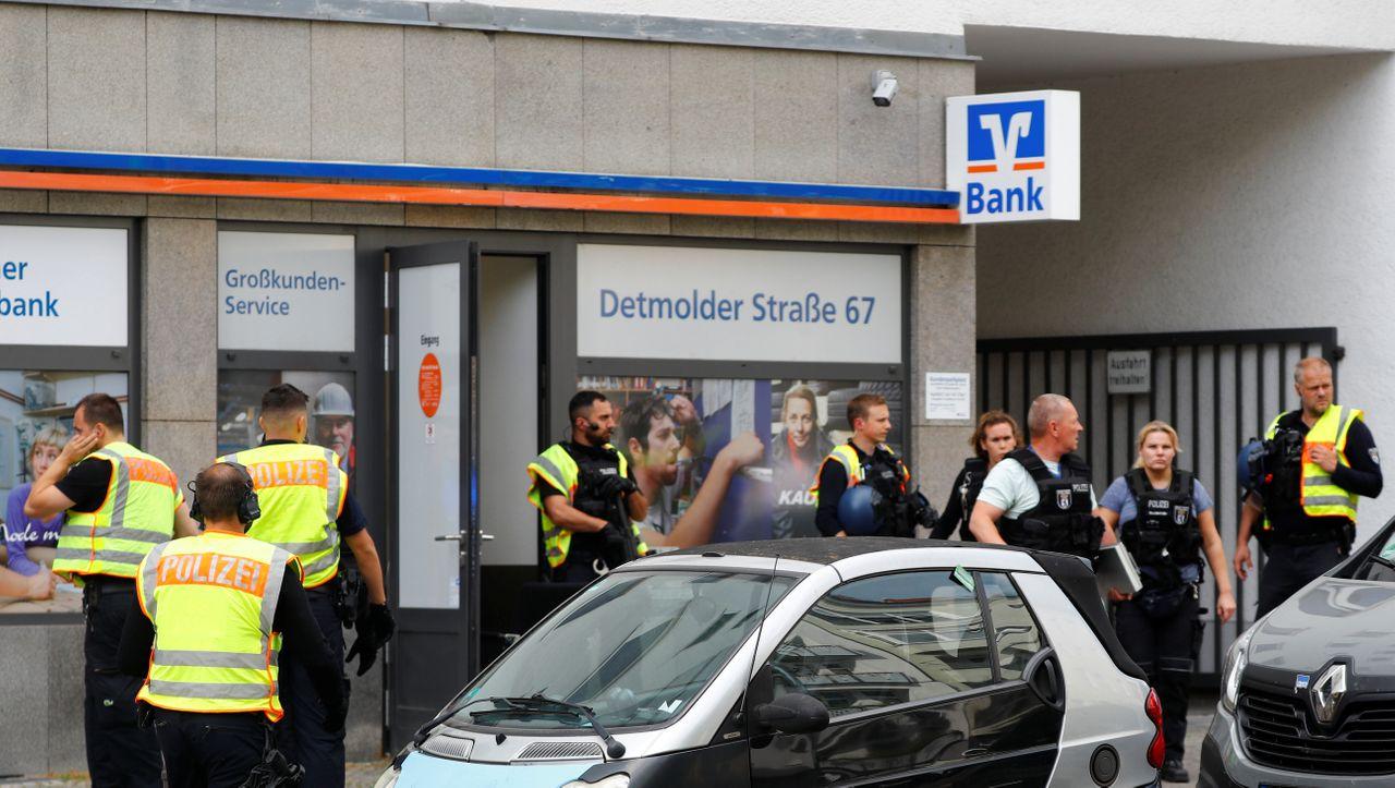 Gescheiterter Banküberfall: Berliner Polizei findet Fluchtauto und sperrt zeitweise Autobahn