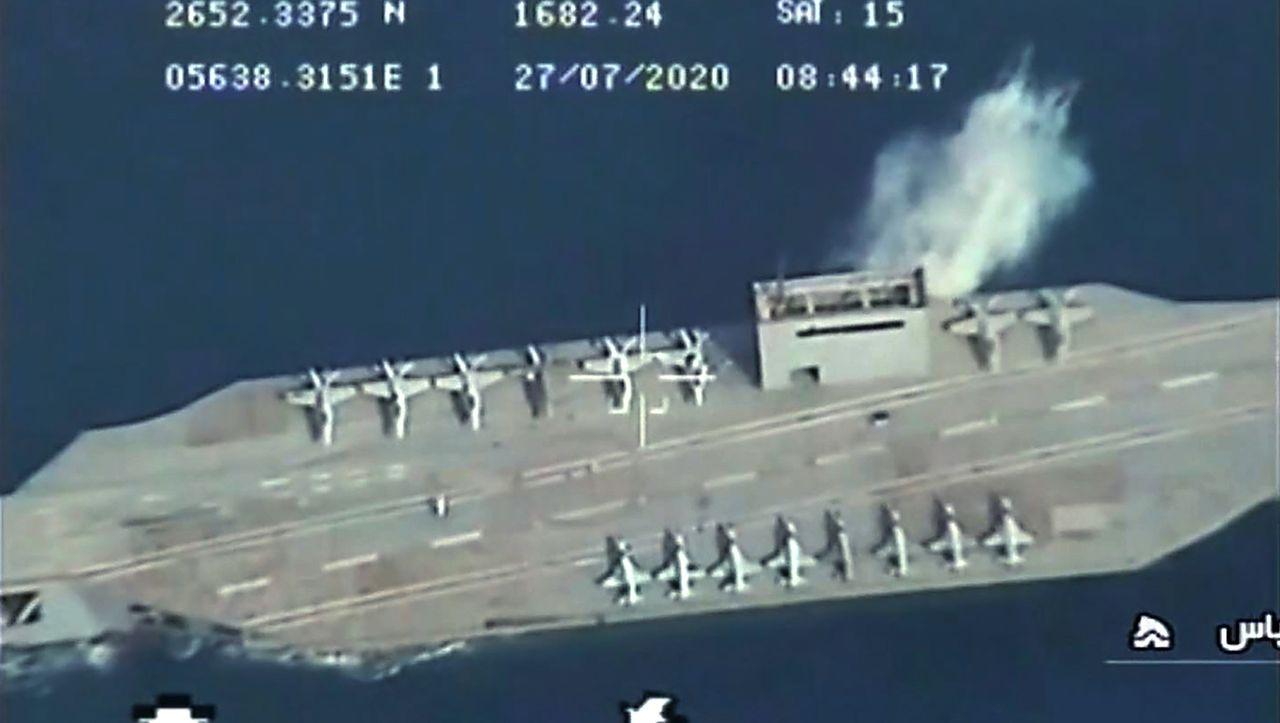 Militärübung in der Straße von Hormus: Iran attackiert Attrappe eines US-Flugzeugträgers