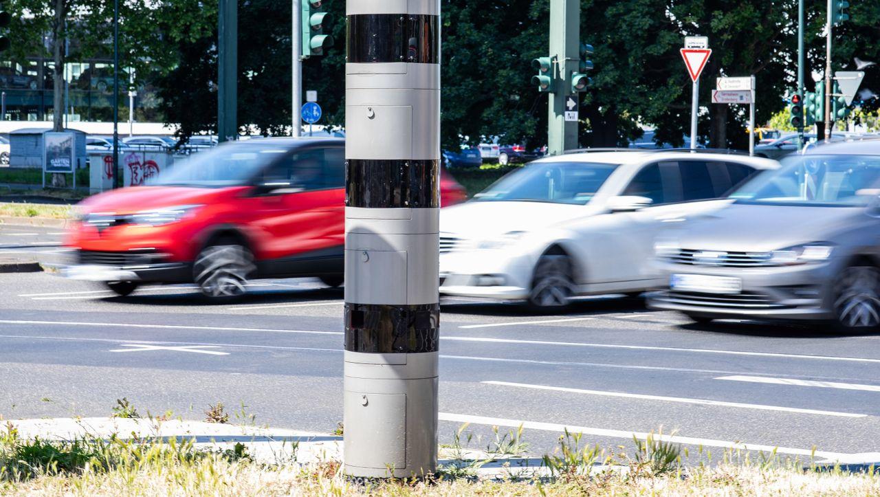 Streit um Bußgeldkatalog: Vorstoß aus NRW: Wer vor Schulen und Kindergärten rast, bekommt Fahrverbot