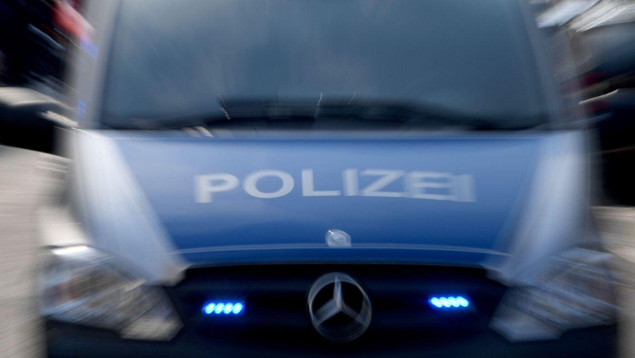 Niedersachsen: Unbekannte sprengen Geldautomaten - und rammen auf der Flucht Polizeiwagen