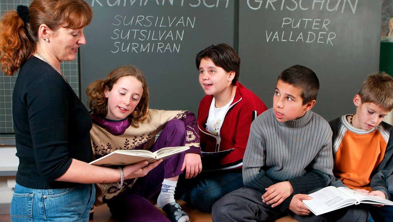 Genf: Hunderte Schüler protestieren gegen Kleidervorschriften