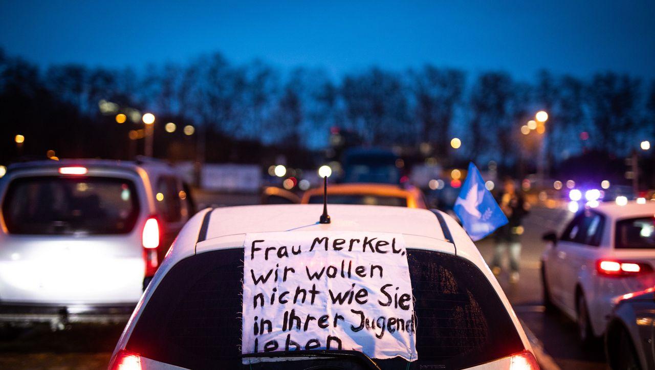 Stuttgart: »Querdenken«-Bündnis demonstriert nach mehrwöchiger Pause wieder
