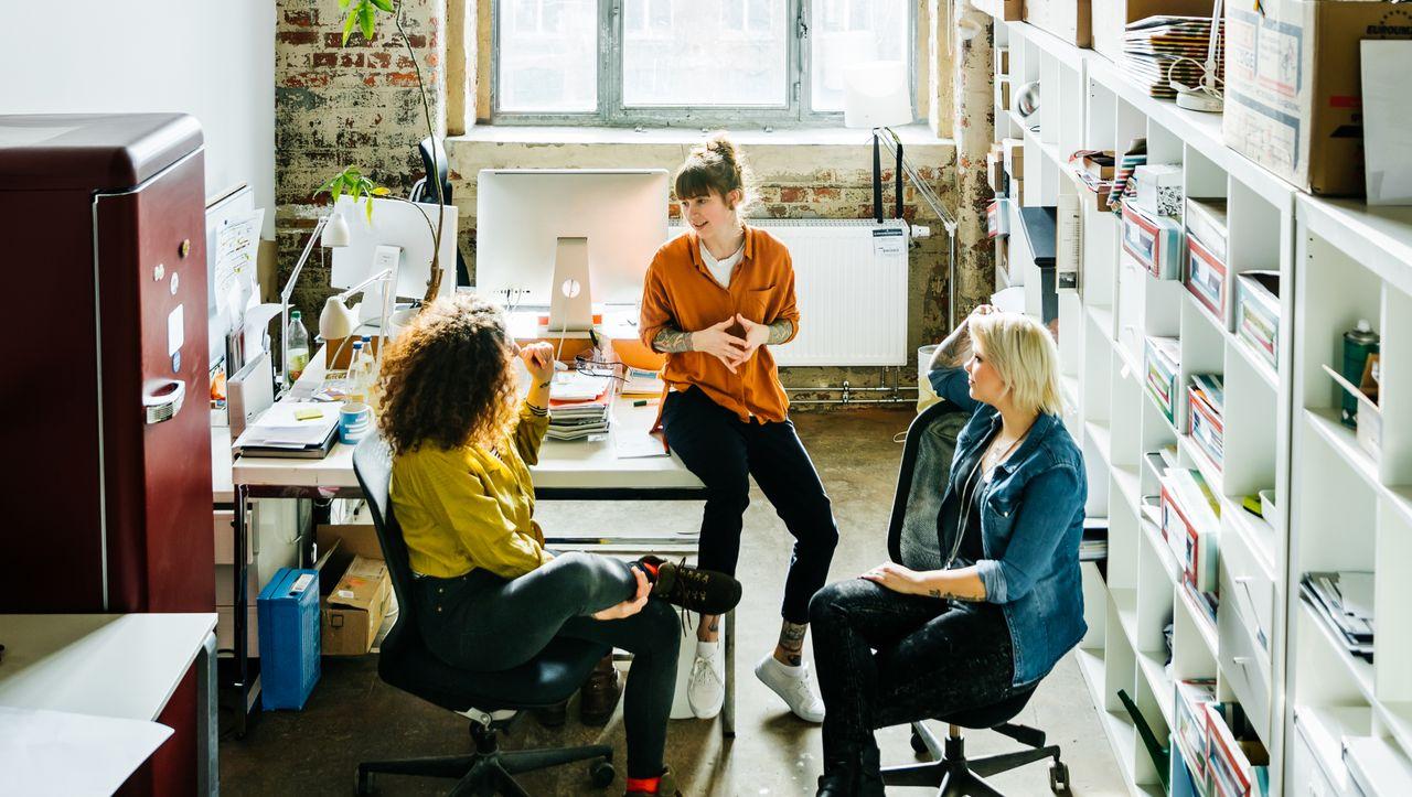 Tipps von der Karriereberaterin: Ein Trio plus eine Einzelgängerin - kann das ein gutes Team sein?