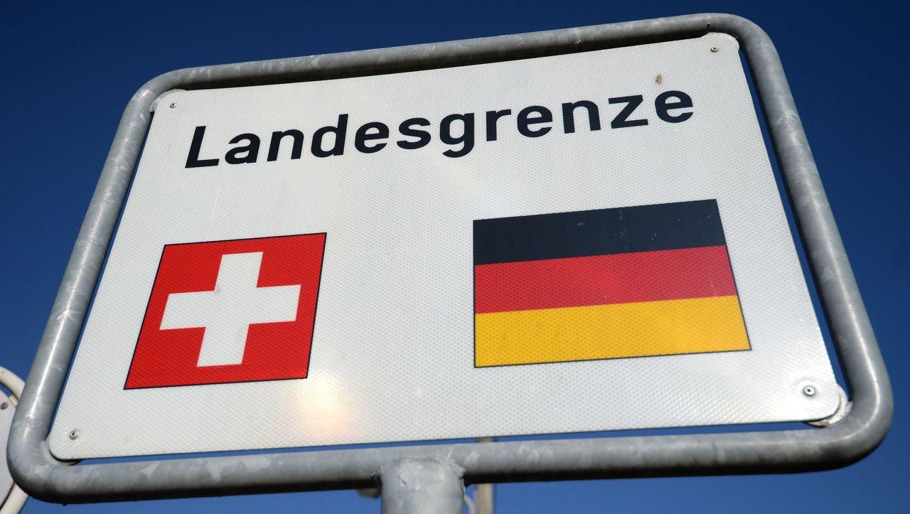 Volksabstimmung in der Schweiz: Ja zu Kampfjets und Papizeit, Nein zum Schwexit