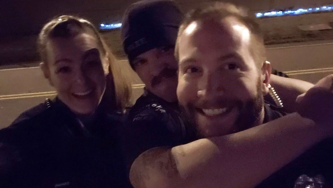 Rassismus-Proteste in den USA: Polizisten gefeuert nach Würgegriff-Selfie