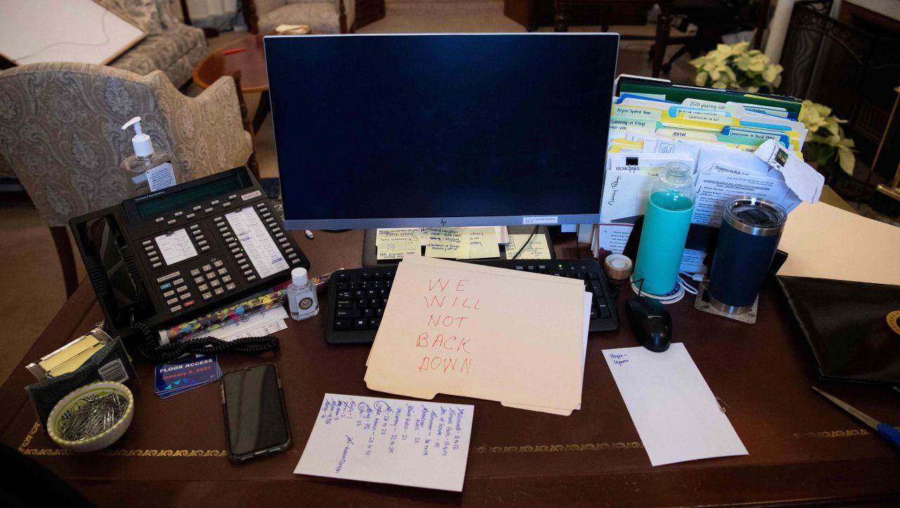 Laut FBI: Randaliererin wollte Pelosis Laptop an Russland verkaufen