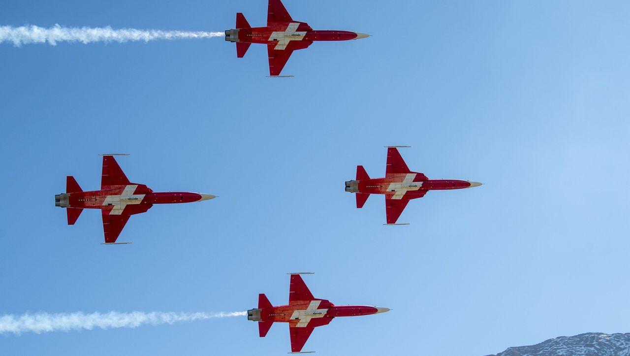 Gescheiterte Ehrung: Kunstflieger der Schweizer Armee überfliegen falschen Ort