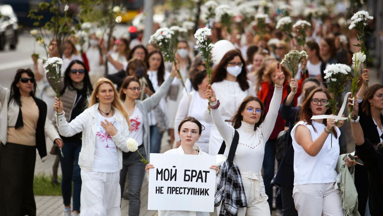 Protestwelle in Belarus: Tausende Frauen demonstrieren gegen die Gewalt