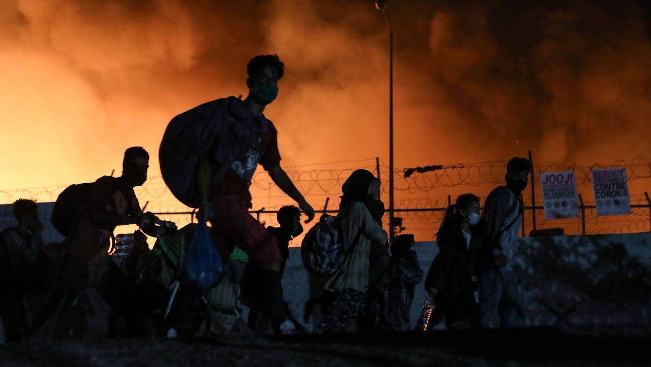 Insel Lesbos: Flüchtlingslager Moria steht in Flammen