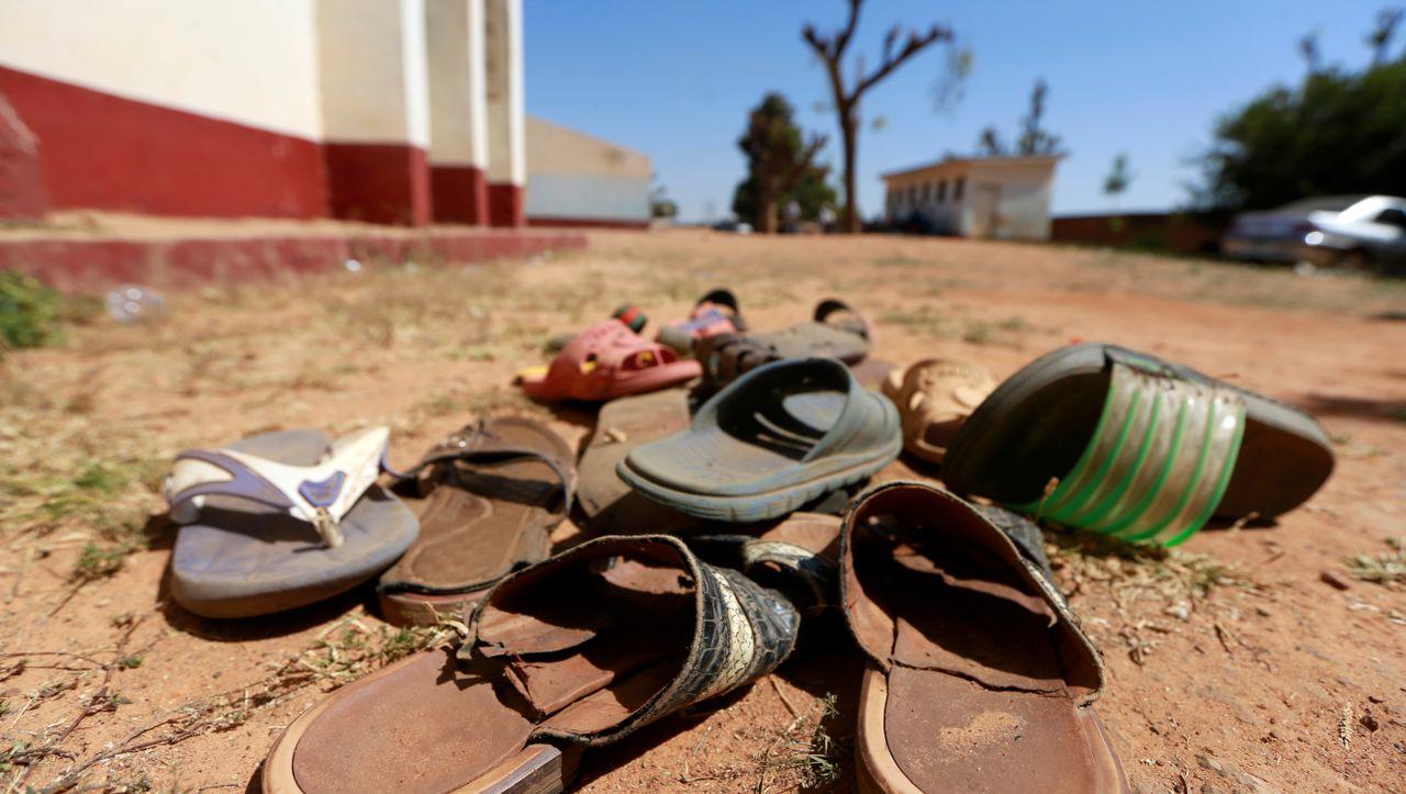 Nigeria: Bewaffnete entführen mehr als 300 Mädchen aus Schule