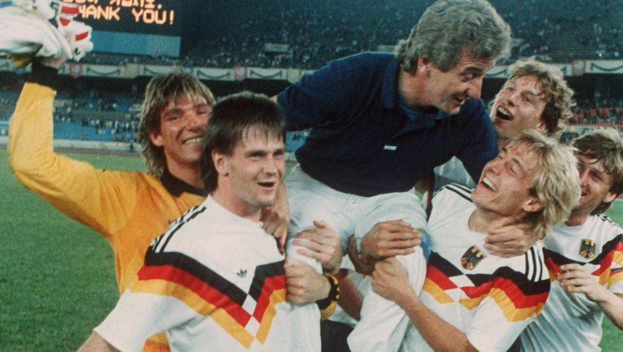 Fußballquiz: Wie heißt der einzige Deutsche, der je Englands Fußballer des Jahres wurde?