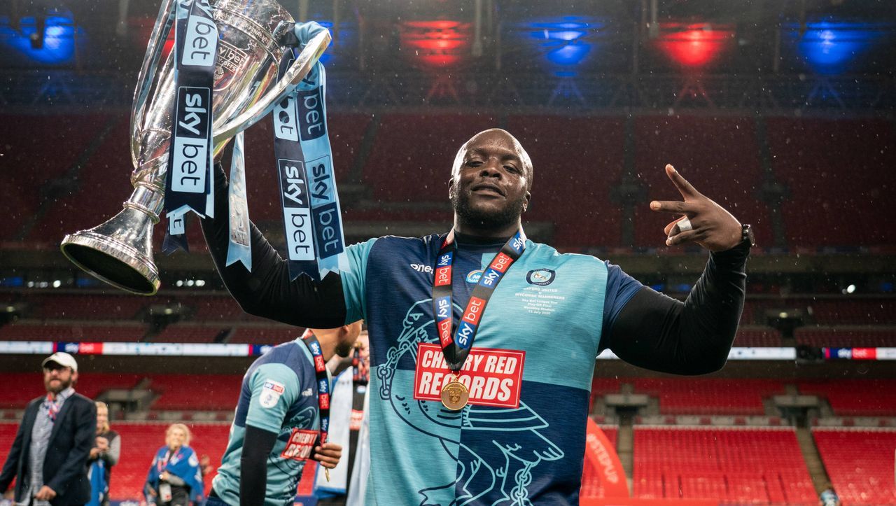Englischer Zweitligaaufsteiger Wycombe Wanderers: Der ungewöhnliche 100-Kilo-Angreifer Adebayo Akinfenwa