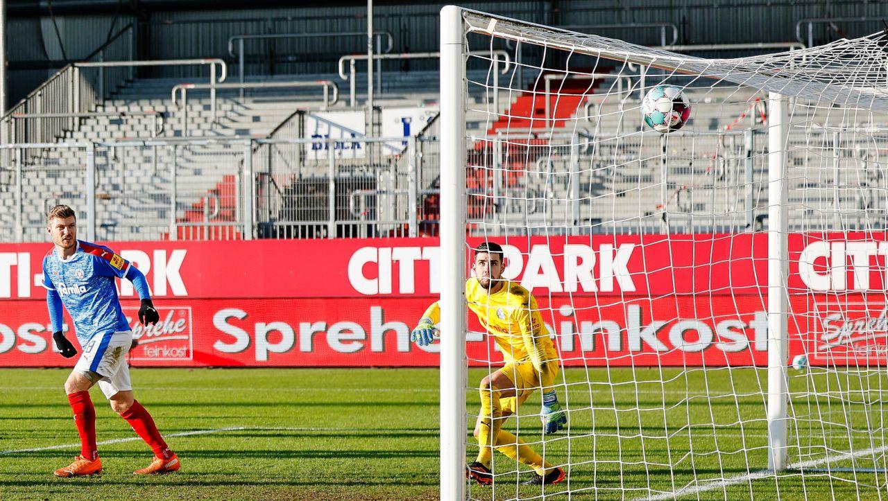 Holstein Kiel in der 2. Fußball-Bundesliga: Für die Bayern hat's gereicht, für den Karlsruher SC nicht