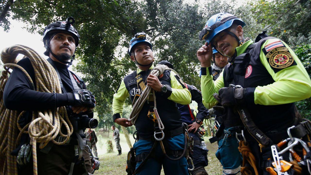 Alle Jugendlichen und Trainer aus Höhle in Thailand gerettet