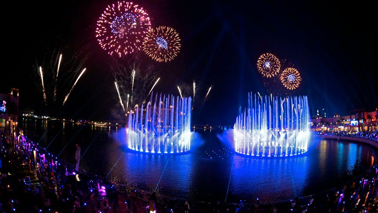 Dubai hat größten Brunnen der Welt: Feuerwerk für ein Wasserspiel