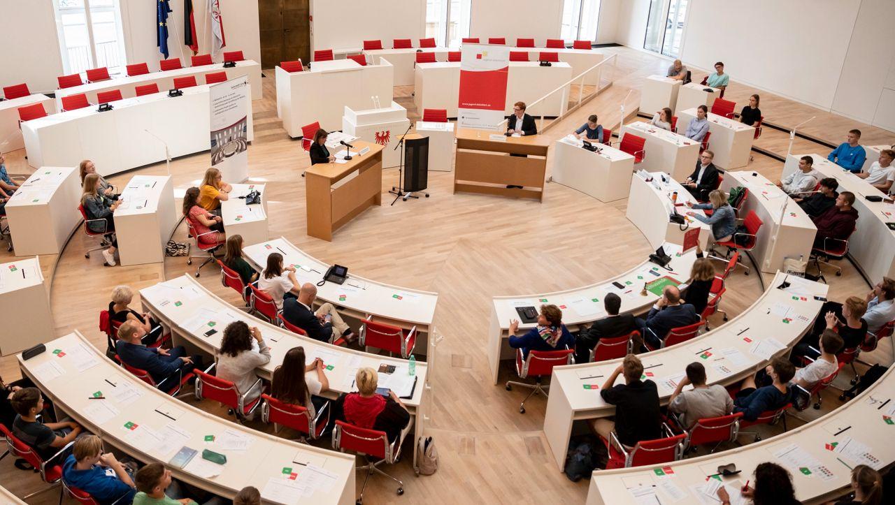 Umstrittene Regelung: Brandenburger Verfassungsgericht entscheidet über Paritätsgesetz