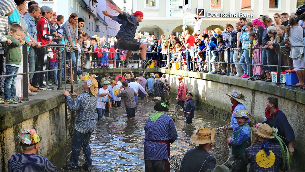 Gleichberechtigung: Warum eine Frau dafür kämpft, in den Bach springen zu dürfen