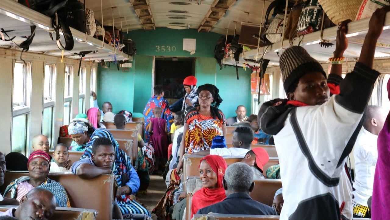 Zugreise durch Tansania: Das Abenteuer kennt keinen Fahrplan