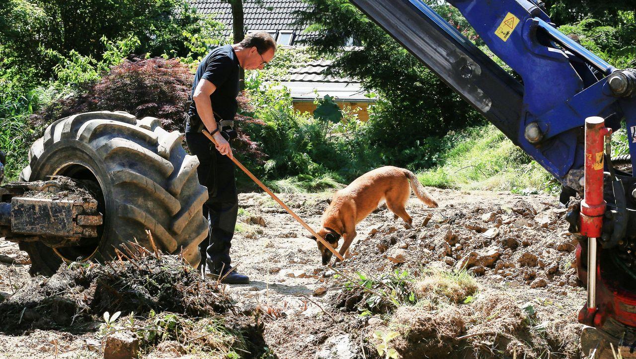 Großeinsatz in Wuppertal: 83-Jähriger hortete Kinderpornografie - Polizei gräbt Garten um