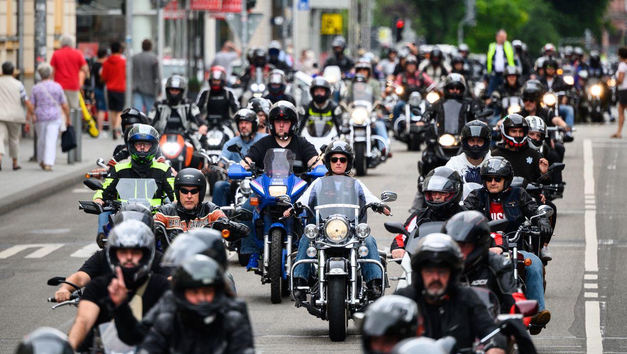 """""""Ausreichende Regeln"""": Scheuer unterstützt Proteste gegen Motorrad-Fahrverbote"""